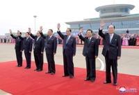 문 대통령 환송하는 북한 인사들