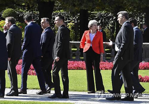 비공식 EU 정상회의서 홀로 선 메이 英총리