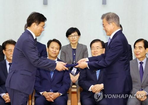 """성윤모 산업장관 첫 행보는 로봇기업…""""혁신성장 지원"""""""