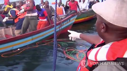 탄자니아 빅토리아 호수서 페리 전복…최소 136명 숨져(종합3보)