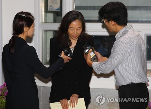 """'블랙리스트' 조윤선, 추석연휴 첫날 석방…""""남은 재판 성실히"""""""