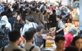 Crowded traditional market for Chuseok