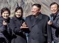 Kim Jong-un representando un corazón