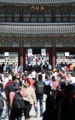 Royal palace packed with visitors on Chuseok holiday