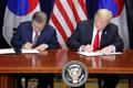 Moon y Trump firman el acuerdo comercial revisado