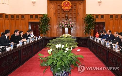 베트남 국가주석 조문 이 총리, 베트남 총리와 회담