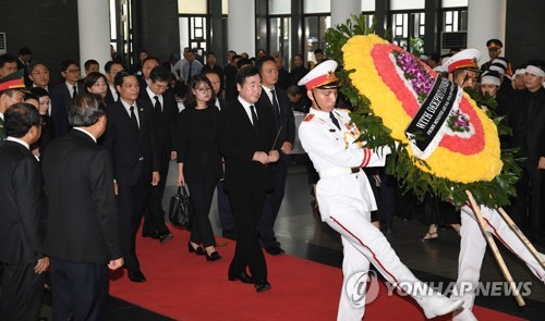 베트남 국가주석 조문하는 이낙연 총리
