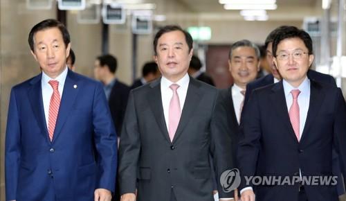 비상대책위원회 회의 참석하는 김병준