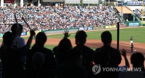 관중으로 가득 찬 야구장