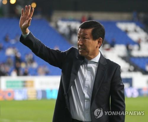 """전북 단장 """"최강희 감독 후임 최대한 빨리 선임…외국인도 후보"""""""