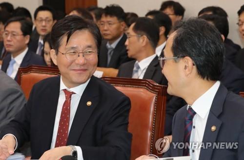 이야기하는 성윤모 산업부 장관과 박원주 특허청장