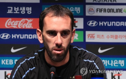 Uruguay national football team captain Diego Godin speaks at a press conference at Seoul World Cup Stadium in Seoul on Oct. 11, 2018, one day ahead of his team's friendly match against South Korea.