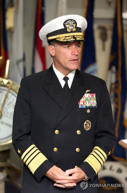 인터뷰하는 존 아퀼리노 미국 태평양함대사령관