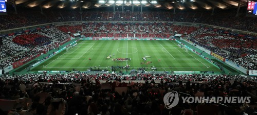 This photo taken on Oct. 12, 2018, shows Seoul World Cup Stadium in Seoul packed with football fans for the friendly football match between South Korea and Uruguay. (Yonhap)