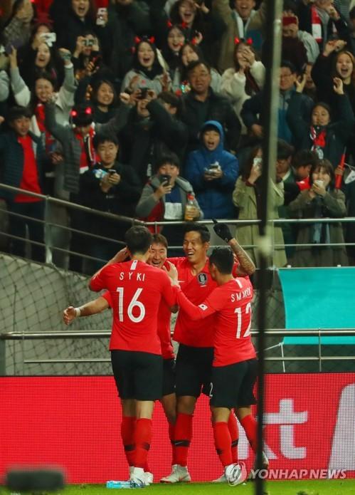 정우영의 골로 앞서가는 한국