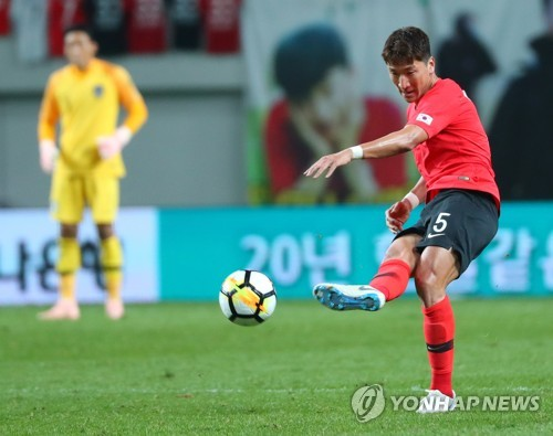 This file photo taken on Oct. 12, 2018, shows South Korean midfielder Jung Woo-young during a friendly football match against Uruguay at Seoul World Cup Stadium in Seoul. (Yonhap)