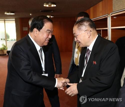 文의장, IPU총회서 北리종혁 면담…남북국회회담 논의(종합)