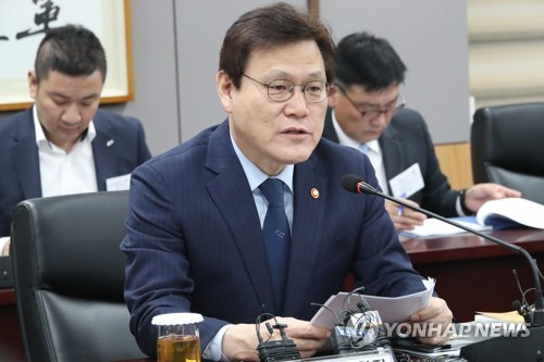 FSC Chairman Choi Jong-ku. (Yonhap)