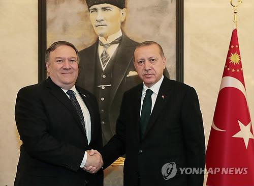 """폼페이오 """"美 정부, 브런슨 목사 관련 對터키 제재 곧 해제"""""""