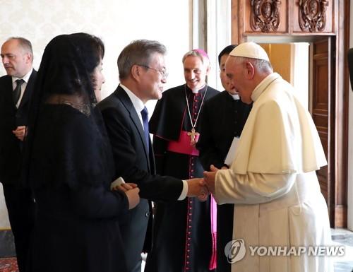 문대통령 교황은 인류 스승…교황 대통령과 평화 위해 기도(종합)