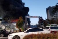 검은 연기 치솟는 화재 현장