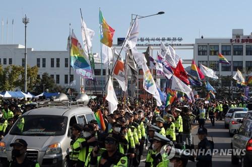 광주서 열린 첫 퀴어문화축제…반대단체-경찰 충돌(종합)