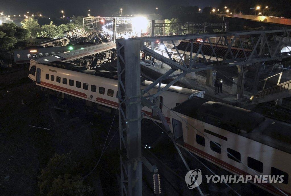 대만 최악의 열차 사고…22명 사망·171명 부상