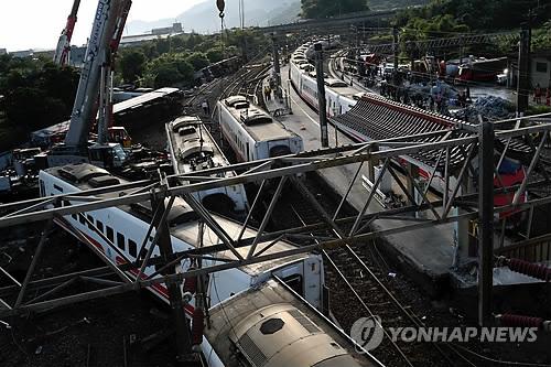 대만 철도참사 밤샘수색 완료…사상자 205명 잠정 집계