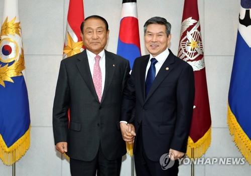 """김진호 향군회장, 정경두 국방 면담…""""NLL 완충수역 긍정평가"""""""