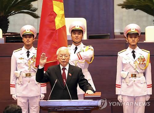 국가주석 취임 선서하는 쫑 공산당 서기장