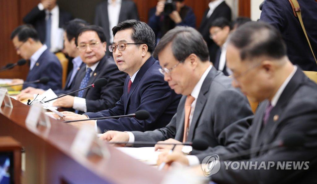 고용 동향 점검하는 김동연 부총리