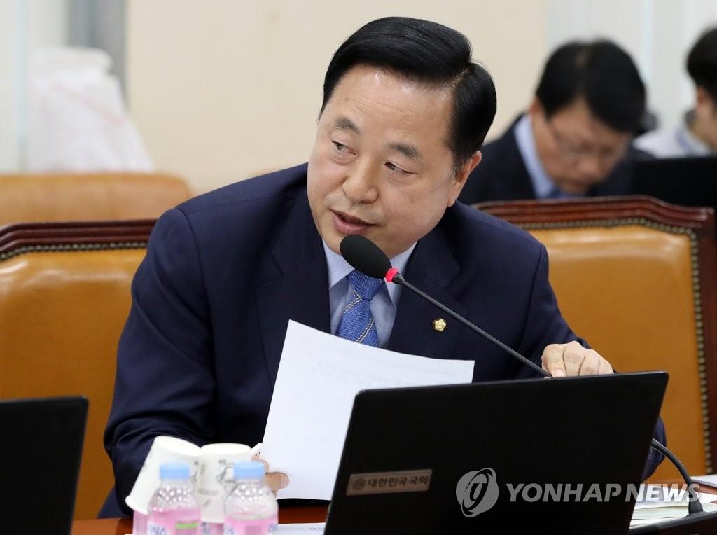 질의하는 김두관 의원
