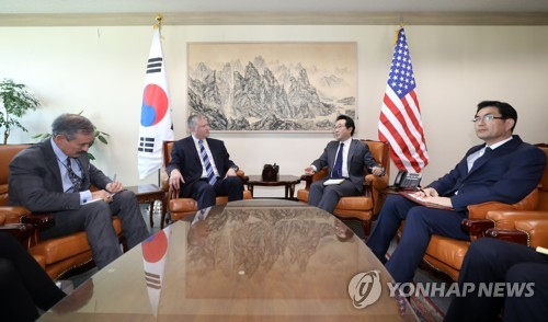 South Korea's top nuclear envoy Lee Do-hoon (2nd from R) meets with his U.S. counterpart, Stephen Biegun (2nd from L), in Seoul on Oct. 29, 2018. (Yonhap)