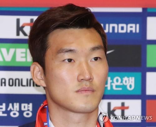 This file photo taken June 29, 2018, shows South Korean football player Jang Hyun-soo at Incheon International Airport, west of Seoul. (Yonhap)