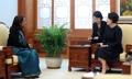 La primera dama se reúne con la enviada india