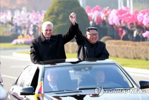 김정은, 쿠바 지도자 '극진 대접'…무개차 퍼레이드