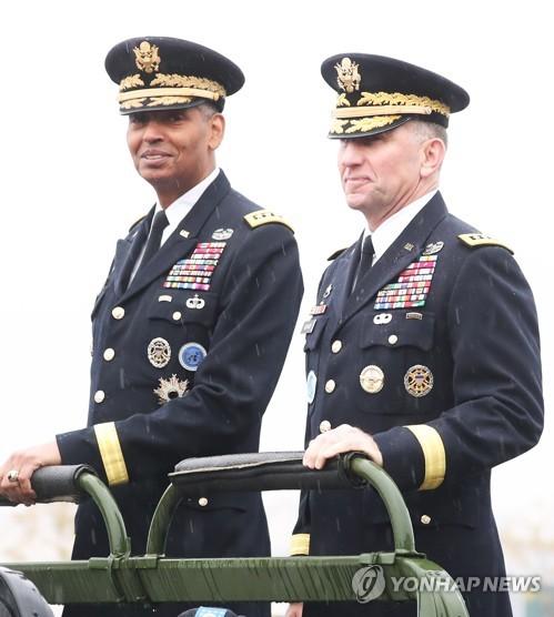 驻韩美军司令交接仪式