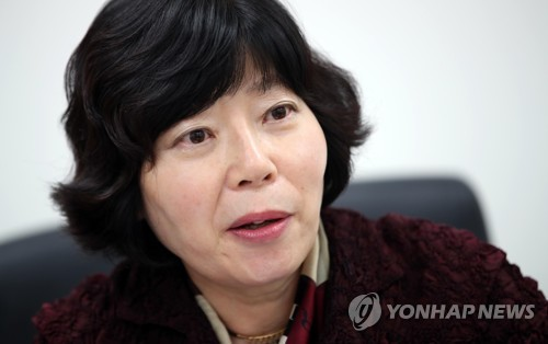 Lee Hee-sook, president of the Korea Consumer Agency, speaks during an interview with Yonhap News Agency at her Seoul office on Nov. 8, 2018. (Yonhap)