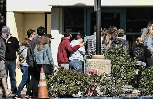 美 LA 교외 술집 총격범은 아프간 참전 기관총 사수 출신(종합)