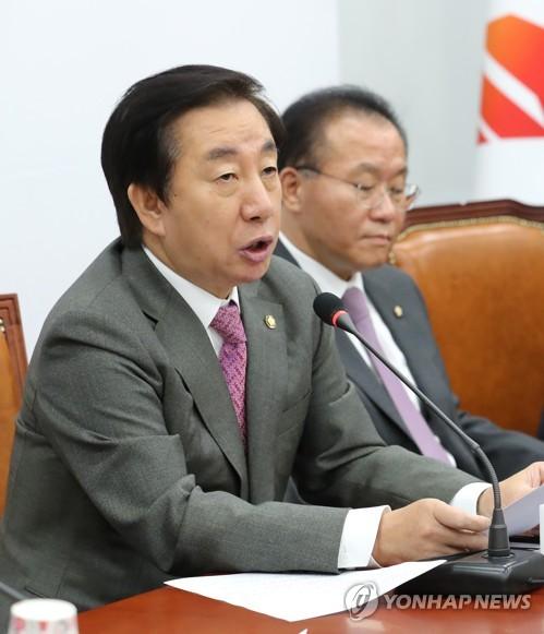 원내대책회의, 발언하는 김성태