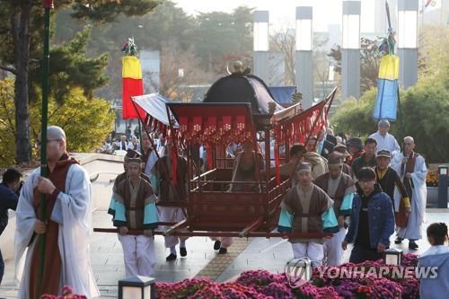 국립중앙박물관 향하는 희랑대사좌상