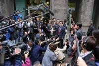 한국 변호인단의 신일철주금 본사 방문에 몰린 한일 취재진