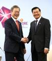 文在寅会晤老挝总理通伦