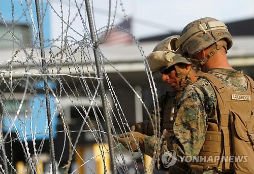 美, 불법 이민자들이 국경단속요원 위협시 군에 보호권한 검토