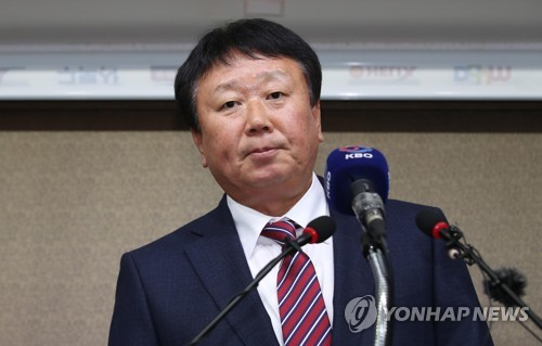 (News Focus) Roster controversy deprives Korea of first full-time baseball team manager