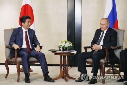 푸틴-아베, 싱가포르서 정상회담…쿠릴 4개섬 문제 논의