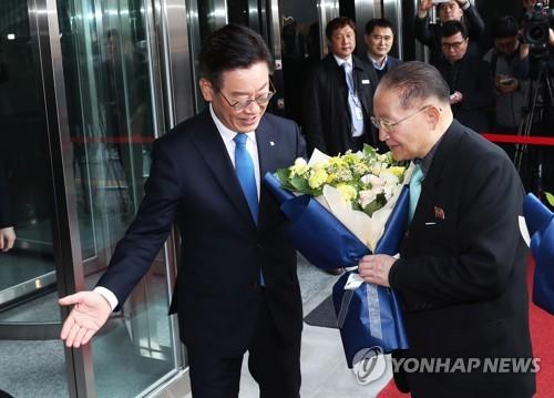 北대표단, 판교·경기농기원 방문…이재명-리종혁 회담(종합)