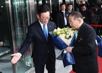 北대표단, 판교·경기농기원 방문…이재명-리종혁 회담