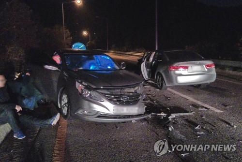 '길을 착각해서'…역주행 차량과 승용차 충돌 4명 부상