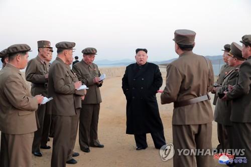 김정은, 신형 첨단전술무기 시험 지도…우리 영토 철벽보위(종합)